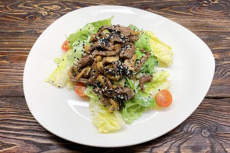 Салат с теплой телятиной и шампиньонами