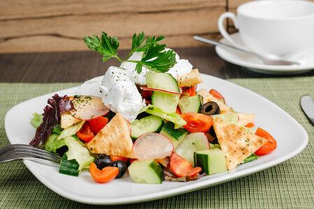 Салат Весенний с зеленью и нежным сыром фета
