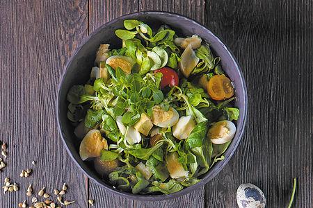 Салат с палтусом и авокадо