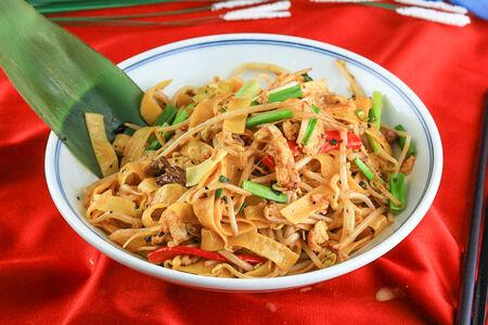 Лапша с говядиной в китайском соусе черный перец