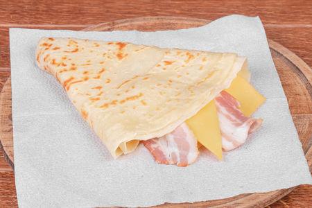 Блин с беконом и сыром