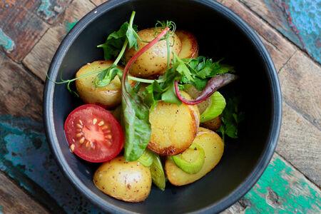 Картофель стоун с зеленью