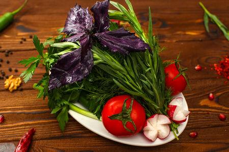 Букет свежих овощей и зелени