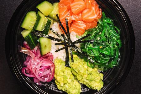 Поке с рисом и лососем