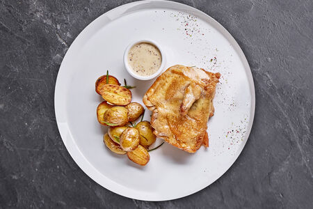 Цыпленок с хрустящей корочкой и мини-картофелем