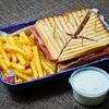 Фото к позиции меню Сэндвич Клаб с беконом