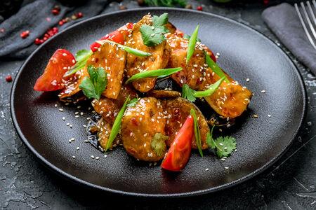 Теплый салат из баклажанов в остром соусе