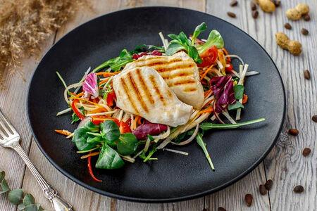 Куриная грудка со свежими овощами фит