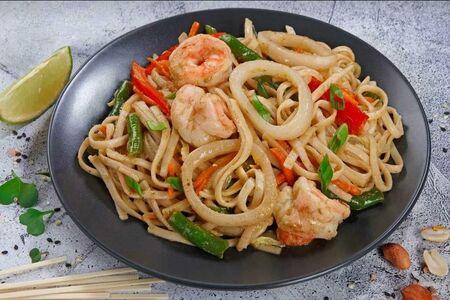 Удон с морепродуктами под китайским соусом