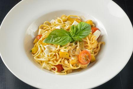 Спагетти с баклажаном и моцареллой