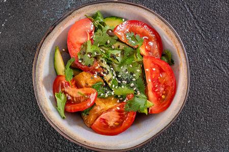 Салат из баклажан и сладких томатов