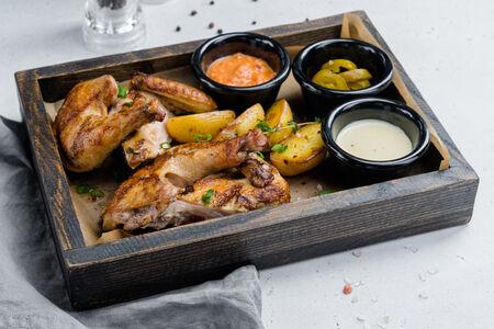 Цыпленок с соусами