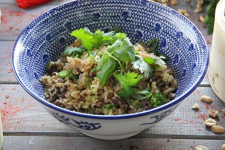Жареный рис с маринованной говядиной