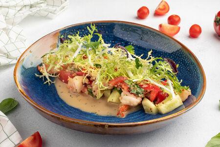 Салат с морепродуктами, киноа и чили