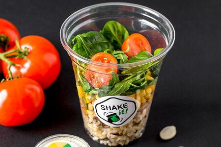 Шейк-салат с тунцом и диким рисом