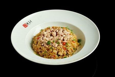 Жареный рис с курицей и трюфельным маслом (250 гр)