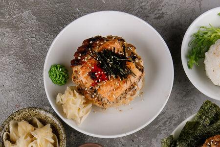 Запеченный рис с лососем