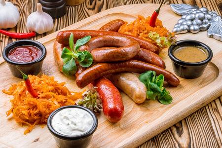 Ассорти немецких колбасок