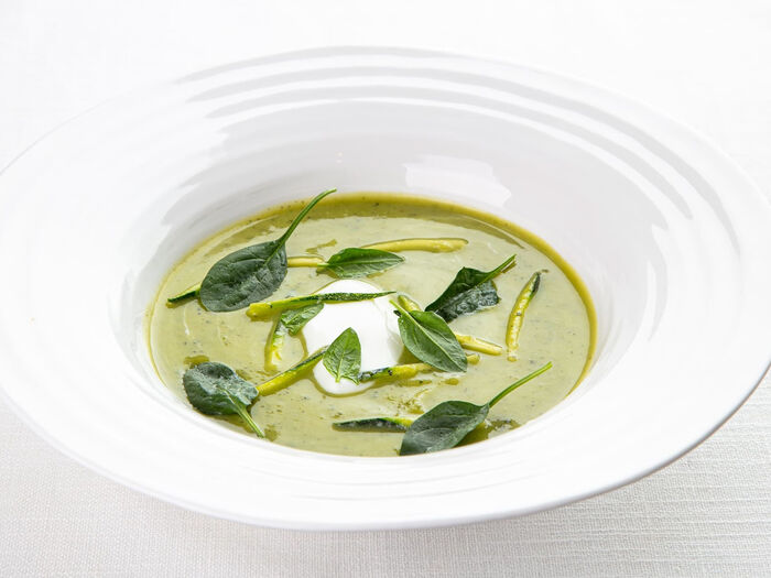 Зеленый суп из цукини с карри