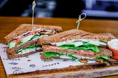 Клаб-сэндвич с семгой