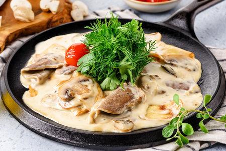 Телячий язык, запеченный с картофелем и грибами