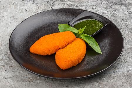 Морковные котлеты с соусом песто