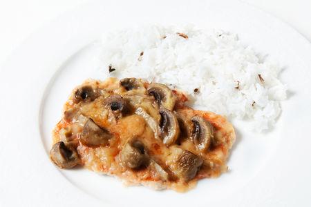 Филе индейки с грибами и рисом