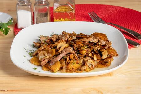 Жареха с мясом и грибами