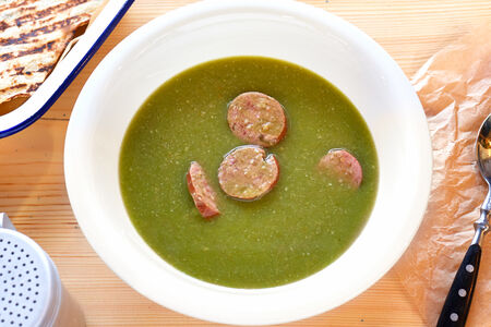 Суп Шпинат с колбасами и беконом