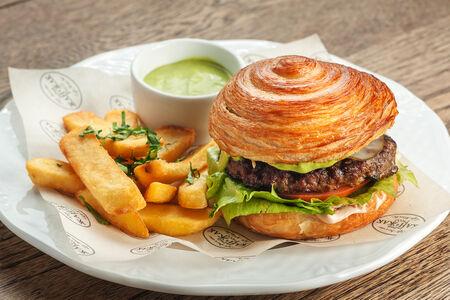 Французский бургер-круассан Жан-Жак