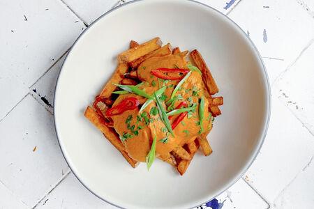Рыбный карри с картофелем фри