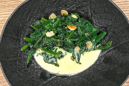 Шпинат в сливочном соусе с пармезаном
