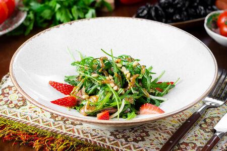 Салат с копченым гусем