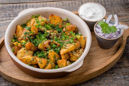 Жареный картофель с сезонными грибами