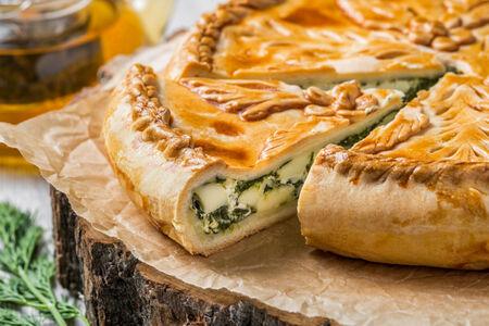 Пирог со шпинатом и адыгейским сыром