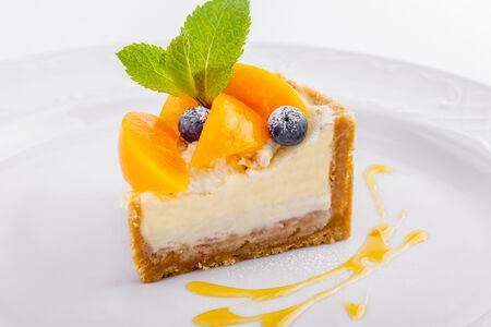 Нежный чизкейк с персиками и мандариновым сиропом