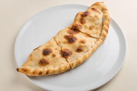 Пицца Кальцоне с беконом