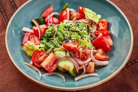 Салат овощной в азиатской заправке