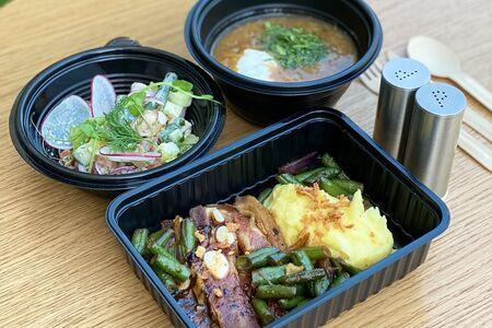 Ланч # 8: салат с курицей и фасолью и щи и ребро говяжье с пюре
