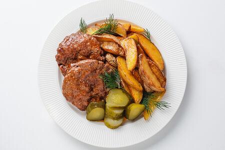Котлеты домашние с жареным картофелем