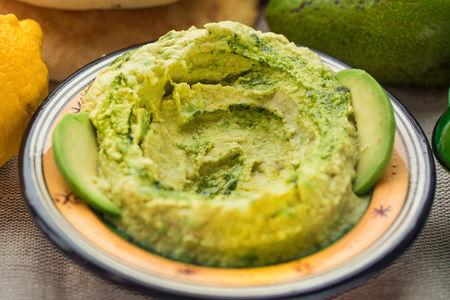 Хумус с авокадо