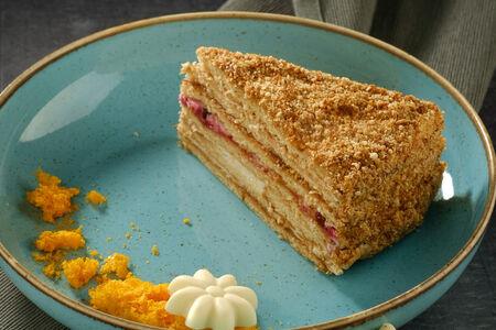 Торт Медовый с брусникой