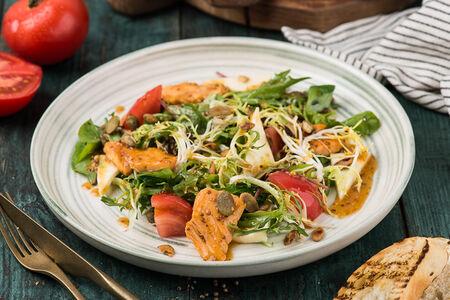Теплый салат с лососем в медово-горчичной заправке