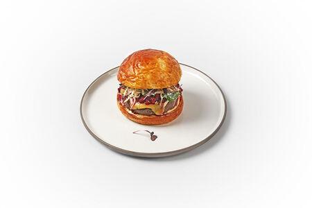 Бифбургер с брусникой