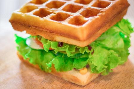 Вафля-сэндвич с курицей