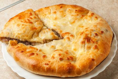 Мясной пирог с сыром и картошкой