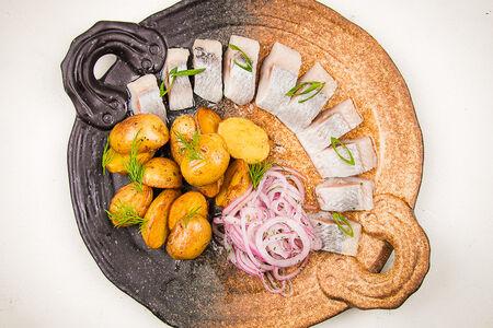 Балтийская сельдь с золотым картофелем