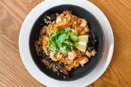 Вок с рисом и креветками
