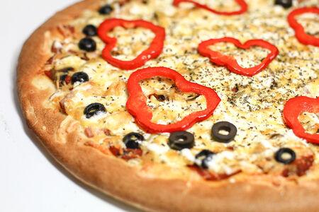 Пицца на толстом тесте Римская