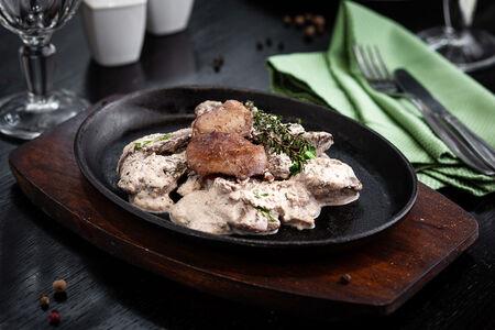 Печень куриная на горячей сковородке